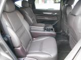 センターに大型のコンソールボックスが設置され、左右独立の贅沢な空間を与えられた2人掛けのセカンドシート!CX-8の特等席です!