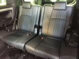 サードシートは補助席のような安っぽさは無く、大人でもしっかりと乗ることが出来ます。