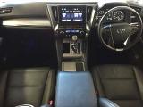 欧州車のようなホワイトのシートはプレミアムナッパレザーを使用しています。