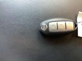 インテリジェントキーですので、鍵を出すことなく開錠・施錠・エンジンの始動ができます。