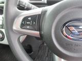 カーナビのオーディオ操作用ステアリングスイッチ。運転姿勢を変えることなく手元で音量調節や選曲等の操作ができます。