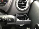 運転席にもドリンクホルダーがございます。