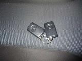 スマートキー(キーをポケットやバックに入れたまま車のドアの開錠・施錠、エンジンのON/OFFが可能です)