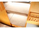 二段ベッド上下共に約184cm×50cm(大人一名ずつ就寝)