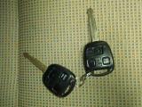キーレスエントリーです。カギのスイッチでスライドドアを開け閉めすることができます。