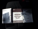 取扱説明書&メンテナンスノートも付いております。お車の操作方法や、トラブル回避方法が記載されているため、意外と役に立ちます。