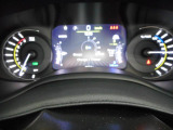 4xe専用フルカラーマルチビューディスプレイは、充電残量、走行可能距離も簡単に確認できます