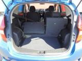 リヤシートは分割して倒せるので、乗員や荷物に合わせてアレンジ可能です!