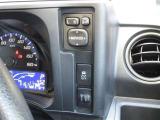 車の安定を保つ装置です。スリップなどタイヤの空転を防いでくれる賢い装置です。オフにせず安全の為にもオンにしておいて下さいね。