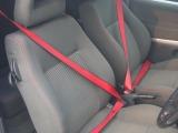 赤のシートベルトがワンポイント♪