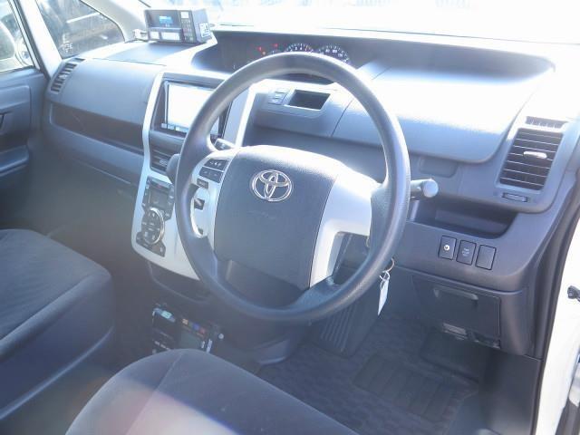 内装は、専門業者のクリーニングを実施しておりますので、気持ち良く乗って頂けますよ!フロントシートも状態良好です