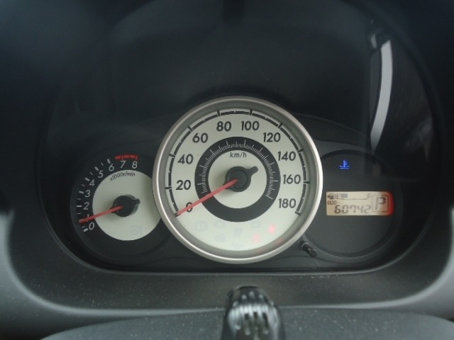 クルーズコントロールが装備されております。高速道路等で60km~100kmでアクセルを踏まずに一定速度で走ることが可能です。あると便利ですね♪