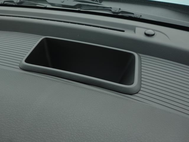 ●ディストロニック・プラス『レーダーセンサーにより先行車を認識して速度に応じた車間距離を維持します。疲労軽減ととも衝突防止による安全性も高める非常に重宝する装備です。』